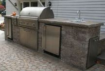 Outdoor Kitchen! / Can you picture yourself cooking a meal outside and sitting to enjoy it outside? There are so many great ideas for your dream outdoor kitchen!