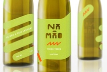 Na máo / The concept of a label for a bottle of vinho verde - Portuguese young wine - one of the best ways for the Portuguese heat. Cheers!