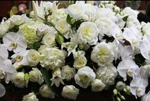 Casket Flowers / Show your respect with a beautiful casket spray, a beautiful and memorable floral tribute.