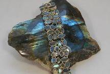 Labradorite / #Labradorite #Gemstone #Jewelry  http://www.andreajayecollection.com/collections/labradorite