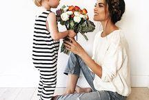 Fête des mères / Des mamans, des sourires, des idées cadeaux, des bouquets de fleurs, des citations inspirantes, des activités DIY et des gâteaux à la framboise pour la fête des mères #cadeau #fetedesmeres #bonjourbibiche ➸ Visitez notre boutique en ligne déco & cadeaux https://www.bonjourbibiche.com/146-cadeau-fete-des-meres