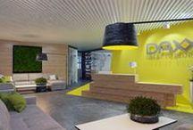 IT компания Daxx / При создании идеи дизайн офиса для IT-компании было решено основываться на сочных ярких красках и использовании изображений игр и фильмов. В коридорах разместили изображения Пикселей, а комнату для отдыха выполнили в стиле Звездных Войн. Так же в большинстве помещений использовали графику. Дизайн офиса получился динамичным, ярким, с множеством интересных деталей.