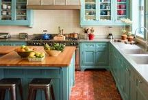 Tiffany Blue Kitchen Decor Ideas / Stunning Tiffany Blue decor ideas for the kitchen - appliances, accessories and more that we LOVE.