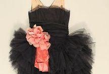 Dresses / šaty; převážně úchvatné kousky střihem, výšivkou, materiálem, barvou