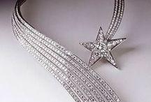 Moda e Astronomia - Stelle Comete: gioielli di ghiaccio / #Astronomia su un blog di #Moda #CHIC? Certo! Le stelle non sono mai state così trendy!! Il mio nuovo angolo di cielo su www.chic-magazine.it ☆ #DENEB - Stelle e stelle comete: qual'è la differenza?