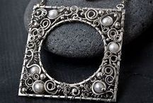 *Wire jewelry / I love wire work. I would like to have the skills/ talent to do such things.