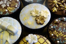 Assorted cupcake stencilling