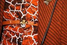 Missoni / Missoni is een modehuis uit Italie. Door de collecties van veelkleurige tricot een zeer herkenbaar merk. In 1953 opgericht door Ottavio en Rosita Missoni Begonnen met sportkleding, maakten ze in de 70-er jaren naam, na een artikel in de Amerikanse Vogue. Rosita's kinderen, Angela, Luca en Vittario, met hun jeugdige, persoonlijke ontwerpen en bedrijfsvoering namen het stokje over.