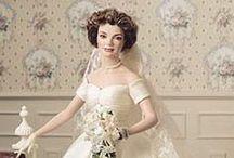 Poupées en robe de mariée