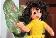 Mis Hadas amigurumi / Hadas preciosas, todas, con alas de libélula, y pétalos de flores, raíces y tallos, en las piernas, hojas verdes en sus pies. Fairy. Homenaje a Cicely Barker