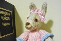 Mis Conejos Amigurumi / Conejos, conejitos, con rojos ojitos, el pelo de esponja y pelusa blanca, o rosa, que cosa más preciosa.