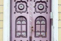 Türen rot rosa lila