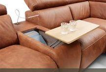 Bary w sofach / Sofa with liquor cabinet / Sprytne i praktyczne rozwiązania w meblach wypoczynkowych, takie jak bary z pojemnikiem, to wygoda i komfort, a także niezwykła funkcjonalność.