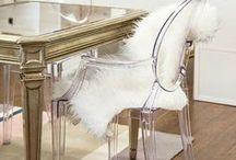 Şeffaf Sandalyeler / Zarif ışıltılarıyla şeffaf sandalyeler hem iç hem de dış mekan dekorasyonunda göz dolduruyor. Polikarbon malzemeden üretilen bu şık sandalyeler her renge, malzemeye ve ortama kolaylıkla uyum sağlıyor...