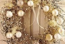 Christmas Wreaths / Nothing is more welcoming than a beautiful Christmas wreath. Our collection of Christmas wreaths will inspire you to create your own beautiful entryway.