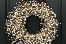 Wreath/ Kranz/ Kranssit / Kranssi vaihtuu oveen vuodenajan mukaan.