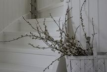Wood and white / Natural rustic lines in cottage interiör