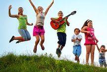 Reisen: Sommerferien / Freuen sich eure Kinder auch darauf, dass die Schulen endlich Ferien haben? Bevor Langeweile aufkommt, schickt eure Schützlinge doch einfach auf Reisen. Und wer wäre als Reisebegleitung besser geeignet als die Eltern – also ihr! Freut euch gemeinsam auf einen fantastischen Familienurlaub. Damit ihr auch das richtige Reiseziel zu günstigen Preisen findet, haben wir euch auf dieser Pinnwand viele verschiedene Inspirationen zusammengestellt. Schaut doch gleich mal was euch gefällt!