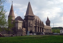 Sightseeing tours / While you travel in Romania it's a must to discover the buildings and places form the country's colorful history.