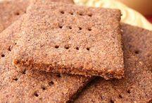 Healthy Crackers / Sharing recipe of Paleo crackers, Keto crackers, low carb crackers, healthy food, healthy snacks and sugar free snacks