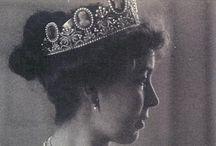 Royals : Wearing Tiara & Crown / by Hansa Tingsuwan