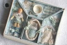 Tiny treasures / Pequeños tesoros / by Alicia Msv