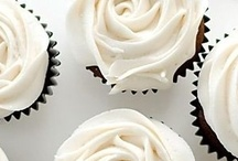 Cuppy Cakes: Flowery / *lovely flowery cupcake recipes & ideas* / by Lexy