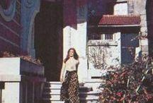 Dalida dans sa maison / La maison I. - 1954 premier logement dans une chambre d'hôtel de la rue de Ponthieu à Paris. 1955 appartement de la rue Jean Mermoz, son voisin Alain Delon 1961 Monmartre - rue d'Ankar,le premier appartement propre, où Dali a vécu avec Lucien Morris La maison II. - Mai 1962 Monmartre - au 11 bis de la Rue d'Orchamp,après le divorce Lucien jusqu'à sa mort 3. mai 1987