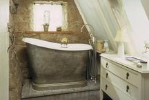 Tiny bathroom inspiration / Trying to get the most out of a small space...