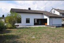 Großzügiges Familienhaus in Karlsruhe / Sonniges Ein- bis Zweifamilienhaus mit schönem Garten, großer Terrasse und Garage in ruhigem und gewachsenem Wohngebiet in Karlsruhe-Heidenstückersiedlung.