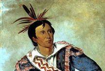 Choctaw Chiefs / Les Choctaws sont une tribu amérindienne vivant dans le sud-est des É.U. (Mississippi, Alabama et Louisiane). - Le premier contact direct attesté entre les Chactas et un Européen a eu lieu avec Pierre Le Moyne d'Iberville en 1699. - Au XIXe siècle, les Choctaws formaient une des Cinq tribus civilisées, ainsi dénommées car elles avaient intégré un certain nombre de pratiques culturelles et technologiques des Européens.  http://fr.wikipedia.org/wiki/Choctaws