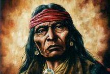 """Cochise - Taza - Naiche - Nino Cochise / Cochise à son ami Thomas Jeffords: """"Nous avons été les plus forts. Maintenant, nous sommes les plus faibles. Nous serons battus et nous mourrons (...). Puis ce sera votre tour. Après en avoir fini avec nous, vous vous tournerez vers d'autres peuples. ... Serez-vous plus forts? ... Vous vous battrez sans répit. Partout où il y a des êtres vivants, la guerre est permanente. Nous approchons de notre fin. La vôtre viendra aussi. Un homme fort rencontre toujours un homme plus fort que lui."""" Wiki"""