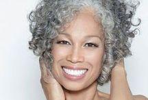 Turn to grey / I #capellibianchi come non li hai mai pensati! Proposte di tagli trovate il rete per rendere i capelli bianchi uno stile!