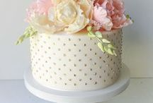 Mini cakes and flowers.