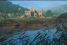 Abbeys & Palaces in Wales / A collection of Wales' Abbeys & Palaces