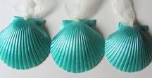 Coastal Holiday Decorations / Coastal and Beach Holiday Decorations for your home. Lots of Christmas decorating ideas for cottage, coastal and beach lovers.