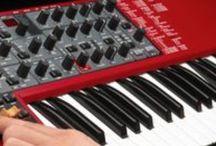 Nord Keyboard / Clavia didirikan pada tahun 1983 oleh Hans Nordelius bersama dengan Mikael Carlsson di Stockholm, Swedia. Dalam sebuah ruang bawah tanah di pinggiran kota Stockholm ia menciptakan Digital Percussion Plate 1, yang dirilis di akhir tahun yang sama. Untuk pertama kalinya para drummer dapat memainkan sampel sound dengan feel dan dinamika yang sangat baik. Sound-sound itu disimpan pada cartridge EPROM removable dalam format 8-bit.