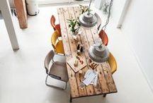 Tables and chairs / Tische und Stühle / To keep one's seat / Sitzen bleiben!