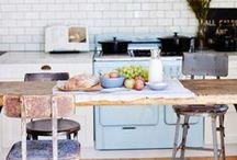 Casa en Australia / Nos encanta la sencillez del lugar …  Esta casa se encuentra en Australia, y  pertenece a la diseñadora de interiores Kali Cavanagh. Completamente restaurada y rediseñada con amor para resaltar las características originales de la casa, combinando el uso de la madera, los metales y los tonos de la gama de blanco, y negro  para traer nueva vida a la casa.
