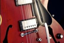 Guitarras / by Gilson Stedile
