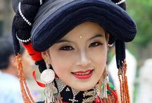 Women in traditional dress /