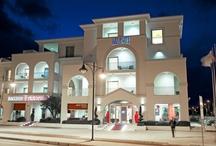 Welcome to Jazz Hotel Olbia / Jazz Hotel Olbia è un hotel di nuova concezione che privilegia il comfort, l'alta qualità e l'accoglienza. E in grado di soddisfare le aspettative dei clienti più esigenti, in un ambiente contemporaneo dal design esclusivo. Aperto tutto l'anno, in posizione strategica nel nord-est della Sardegna, a 500mt dall'aeroporto di Olbia a piedi  e a soli 2 km dal centro città, è il luogo ideale per soggiorni di lavoro o di relax.