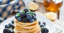 IMPRESSIONEN ♥ Pancake Frühstück / Ein ausgiebiges Frühstück ist ein super Start in den Tag. Besonders am Wochenende bietet sich ein ausgiebiges Pancake Frühstück an. Die leckeren, kleinen runden Gebäcke sind besonders lecker mit frischem Obst.