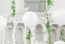 decor balloons / Ballons sind sehr im Trend und passen zu jeder Hochzeitsdeko! Mit Riesenballons als Photoprop entstehen unvergessliche Hochzeitsfotos! Du kannst Ballons aber auch hervorragend zur Deko der Hochzeitslocation, zur Sweettable Deko oder als Tischdeko verwenden! Wir haben dir hier unsere Inspirationen zusammengestellt!