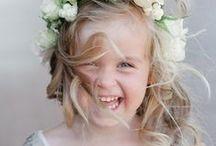 blumenmädchen  |  flower girls / Wie kann man Kinder während der Hochzeit beschäftigen? So wird es für alle ein entspanntes Fest: Unsere Inspirationen zum Thema Kinder als Hochzeitsgäste
