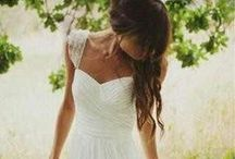 Stunning wedding dresses / Lovely and simple...with a bit of lace here and there