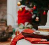 Natal na Villa /  Para Finalizar o ano de  2017 o Villa Giardini Ecoparque lança o editorial Natal na Villa, para inspirar os festejos de natal com simplicidade, bom gosto e requinte. Realizado no Palazzo Giardini do Ecoparque, a produção recria cenários típicos da festa de natal como a mesa da ceia, a mesa de doces, e a sala de natal.    Ficha Técnica: Locação: Villa Giardini Ecoparque Cenografia: Cauê Giardini Fotografia: Ernani Rocha Confeitaria: Renata Diniz Chá: Chá da Villa
