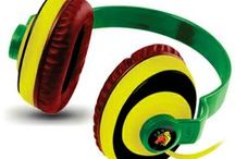 Amkette Trubeats SLIX and Trubeats Freespirit Rasta Review / The all new Trubeats Freespirit Rasta for those who have always believed in living their lives around the Rastafarian lifestyle. In short its for the Gentle, smart and peaceful spirits.From the house of Amkette Acoustix comes a mind awakening experience by the name of Trubeats Free spirit. With its unique back band design and comfortable circumaural ear cushions, isolate yourself and let your spirit run free.