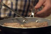 kooktechniek video's / Mossels wassen tot aan tomaten ontvellen. Op dit bord leer je verschillende kooktechnieken. Handig!