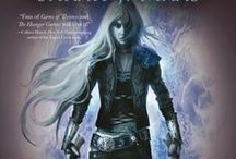 The Throne of Glass/ A Count of Thorne and Roses